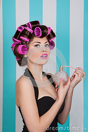 Free Retro Pin Up Girl Spraying Perfume With Hair Rollers Royalty Free Stock Photography - 51119527