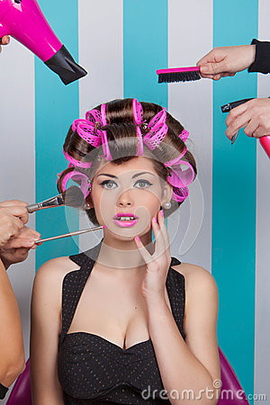 Free Retro Pin Up Woman In Beauty Salon Royalty Free Stock Image - 50265456