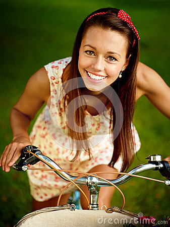 Free Retro Pinup Girl With Bike Stock Images - 36844734