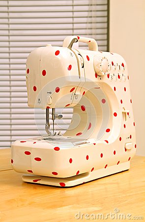 retro polka dot sewing machine