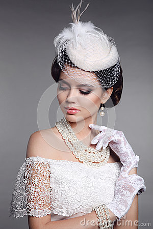 Free Retro Woman Portrait. Elegant Brunette Lady With Hairstyle, Pear Stock Photo - 95151440