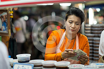Returning the change at the Night Market in Hua Hin Editorial Stock Image