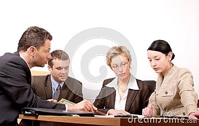 Reunión de asunto de 4 personas