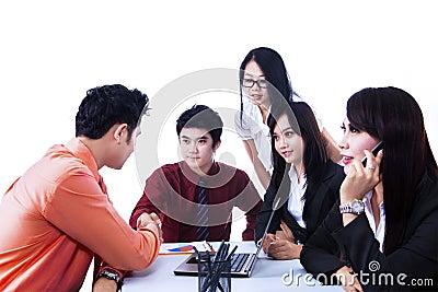 Reunião do acordo da equipe do negócio - isolada
