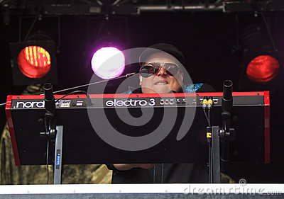 Reverend Big plays keyboard for Memphis Maniacs Editorial Stock Image