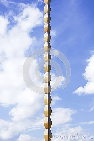 Free Rhomboidal Axis Of The Endless Column Against The Blue Sky Royalty Free Stock Photography - 118559497