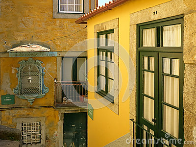 Дома в районе Ribeira, Порту Редакционное Изображение