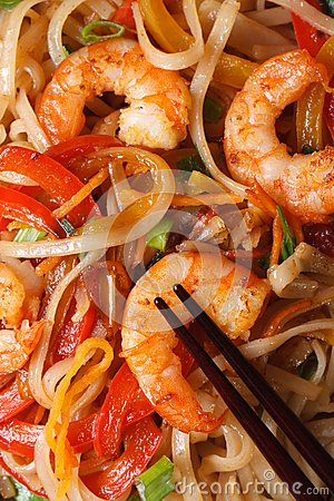 Free Rice Noodles With Shrimp Macro Vertical View From Above Stock Photography - 47470272