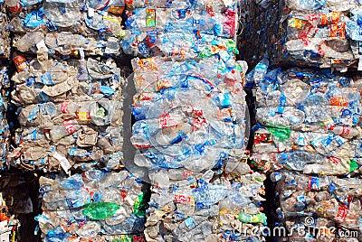 Riciclaggio plastica e delle bottiglie Fotografia Editoriale