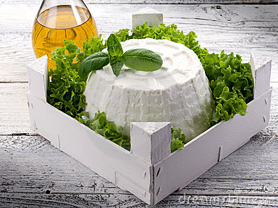Ricotta with basil e lettuce