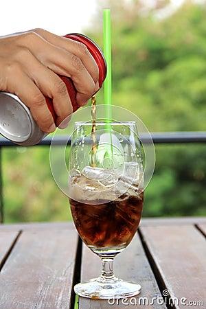 Riense cola to glass