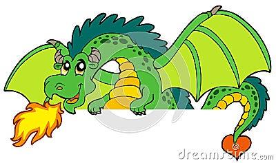 Riesiger grüner lauernder Drache