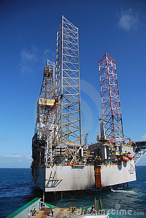 Rig move of an Jack-up rig