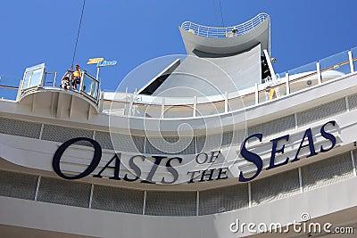 Riga della chiusura lampo a bordo dell oasi dei mari Immagine Stock Editoriale