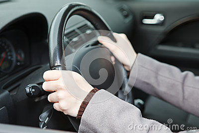 Right hands position on steering wheel