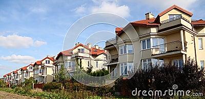 Rij van gelijkaardige huizen