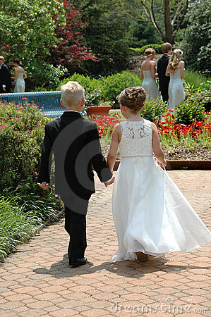 Free Ring Bearer And Flower Girl Royalty Free Stock Images - 2581279