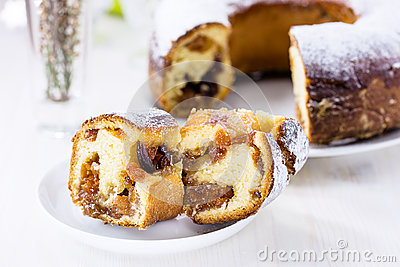 Ring cake with icing sugar