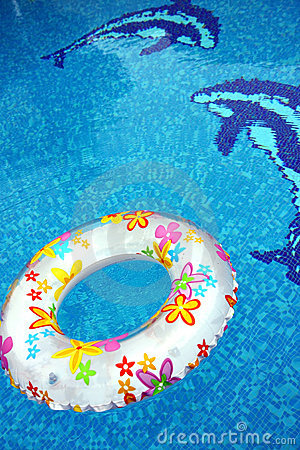 Ring and dolphin in swimmingpool