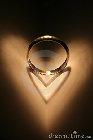 Free Ring Of Love Royalty Free Stock Images - 8944289