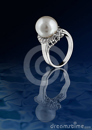 Ring with pearl on water