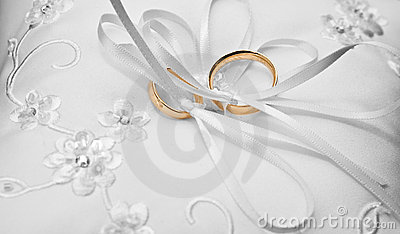 Rings on a pillow
