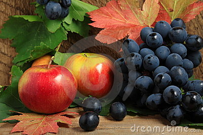 Ripe apples and bunch of grapes