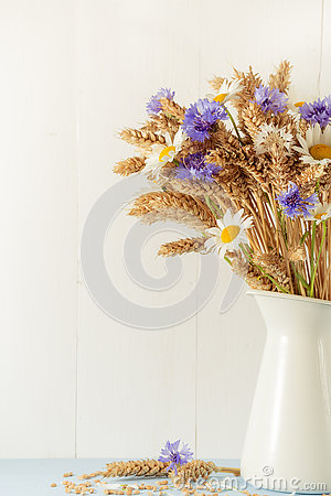 Free Ripe Wheat In White Vase On Wooden Background Royalty Free Stock Image - 73080076
