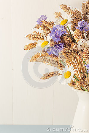 Free Ripe Wheat In White Vase On Wooden Background Royalty Free Stock Images - 73080149