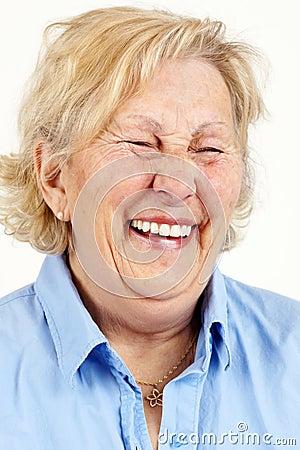 Riso sênior da mulher