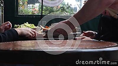 ristorante dell'ora di pranzo video d archivio