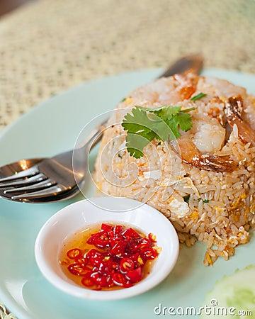 Riz frit avec la crevette