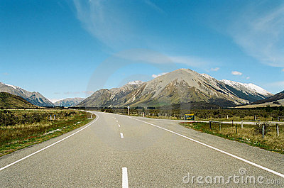 Road through mountains, New Zealand