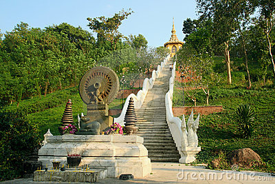 Road to Buddhist temple