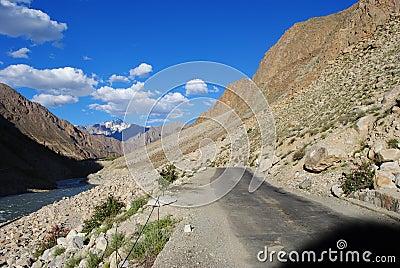 Road to Ladakh terrain