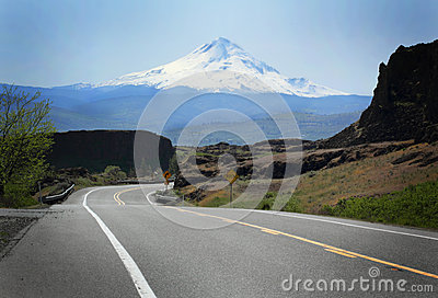 Road to Mt Hood