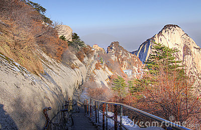 Road to north peak mount huashan