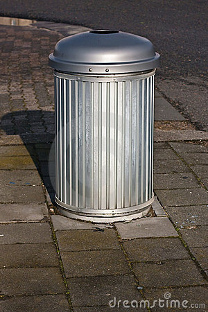 Roadside trash bin
