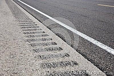 Roadway shoulder rumble strips