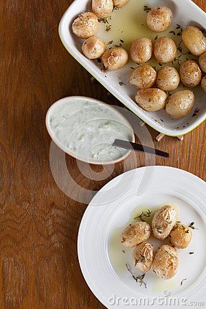 Roasted baby potatoes with thyme