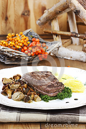 Free Roasted Beef With Mushrooms Stock Photo - 38824720