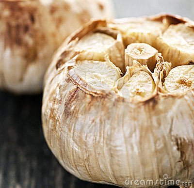 Free Roasted Garlic Bulbs Royalty Free Stock Photography - 16042887