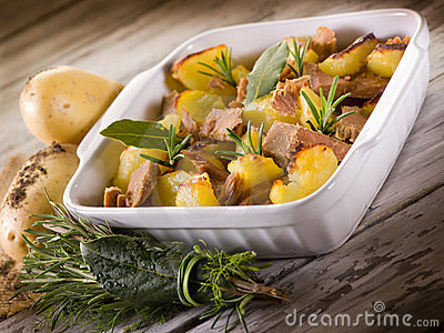 Roasted potatoes with tuna