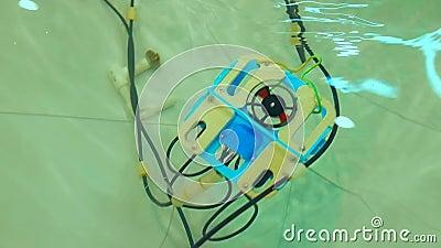 Robotachtige Aqua Bot Rover Swimming Pool stock videobeelden