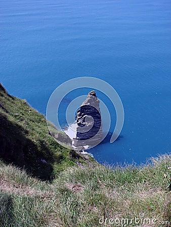 Roca sola en el acantilado de Moher