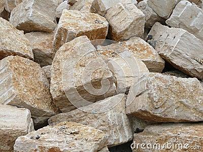 Rocas grandes de la piedra caliza