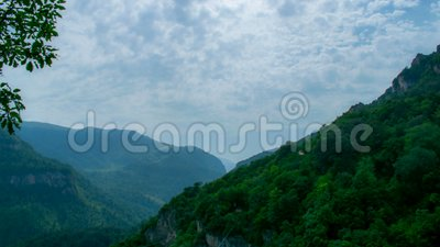 Rocas y nubes metrajes