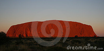 Rocha de Uluru Ayers no por do sol Foto Editorial