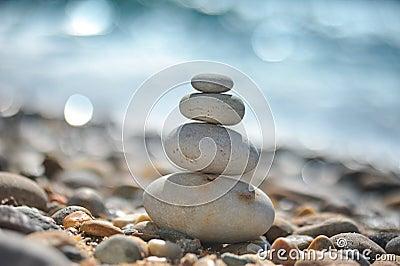 Rochas do zen na praia