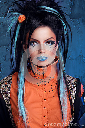 Free Rock Girl With Blue Lips And Punk Hairstyle Leaning Against Grun Stock Photos - 31488833